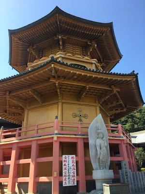 満願寺の宝塔