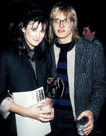 Foto de Freddy Moore y Demi Moore con un vaso en la mano