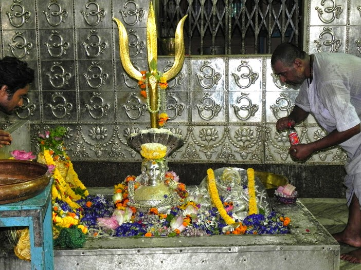 Rare Pictures of Aarti & Shringar of Lord Shiva Idol at Posta's Bhootnath Shiva Temple Mandir Kolkata Howrah