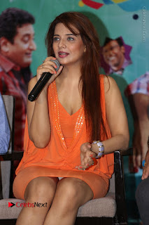 Actress Saloni Aswani Pos in Short Dress at Meelo Evaru Koteeswarudu Movie Interview  0123.JPG