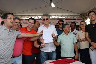 Ricardo entrega sistema de abastecimento e autoriza licitação para construção de escola em Assunção