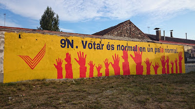 https://ca.wikipedia.org/wiki/Consulta_sobre_la_independ%C3%A8ncia_de_Catalunya#/media/File:Mural_Sant_Celoni_refer%C3%A8ndum_independ%C3%A8ncia_9N.JPG