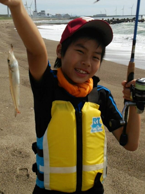 小4のむすこと初夏の庄内浜で白キス釣りに