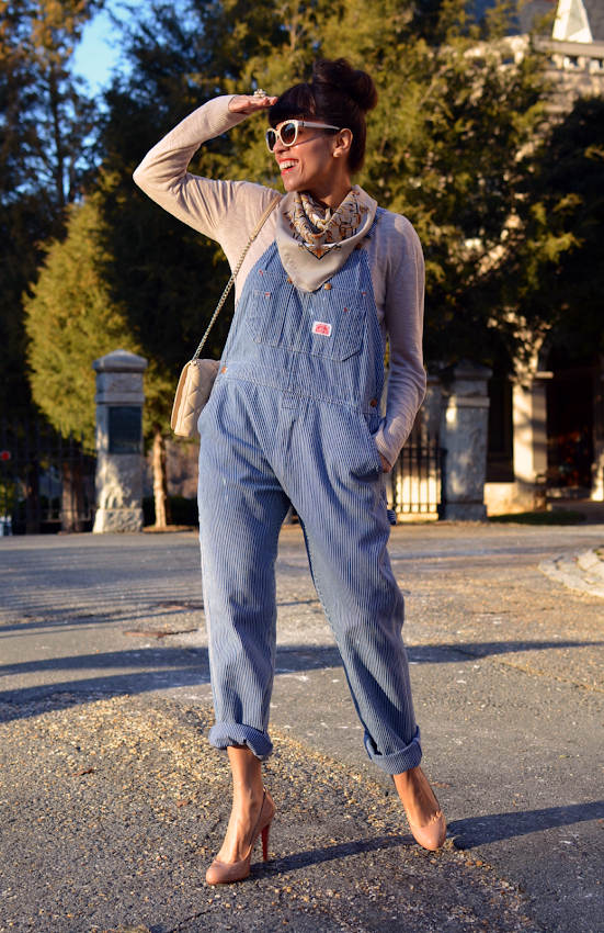 Outfit with long overalls