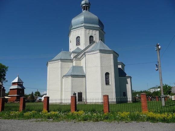 Лисовичі. Церква святого Димитрія Солунського. 1996 р. УГКЦ