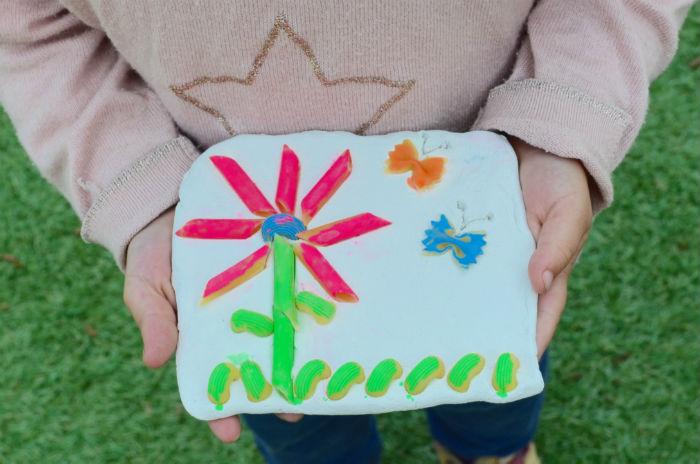 manualidad infantil creativa primavera: craft con pasta alimentaria