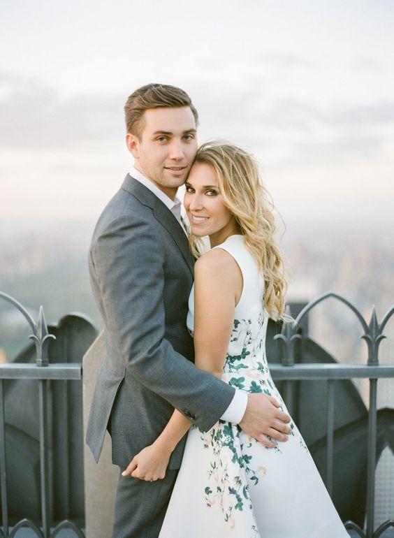 Jak się ubrać na wesele latem? ślub latem - w co się ubrać?  Strój na wesele, Strój na wesele dla kobiety, Strój na wesele na mężczyzny, Goście weselni, modne ubranie na ślub w lecie