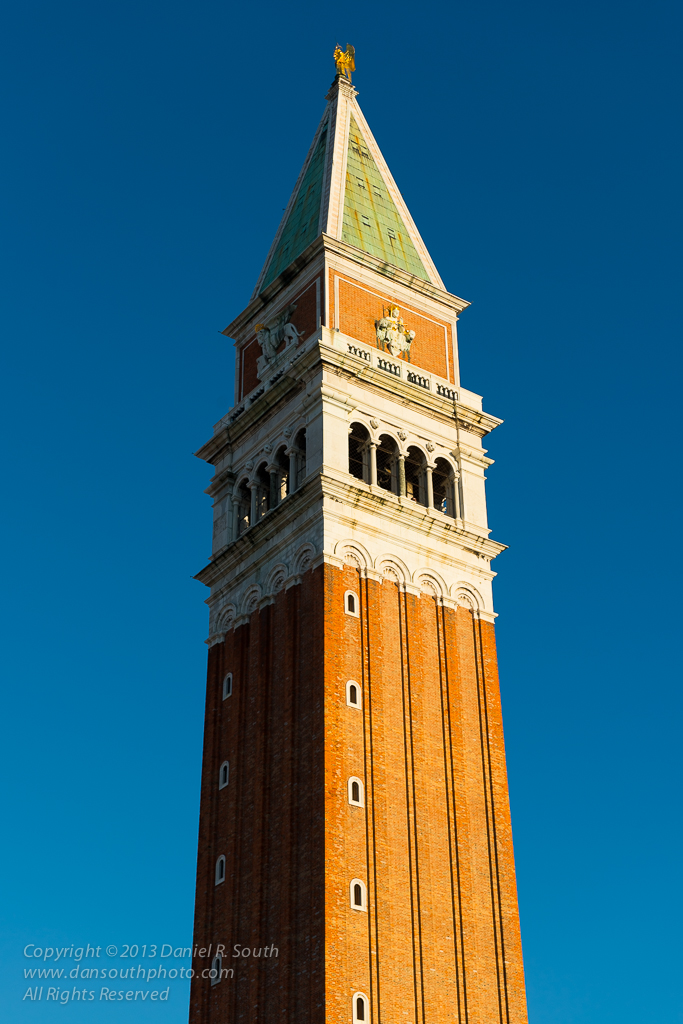 a photo of la campanile in piazza san marco venice by daniel south