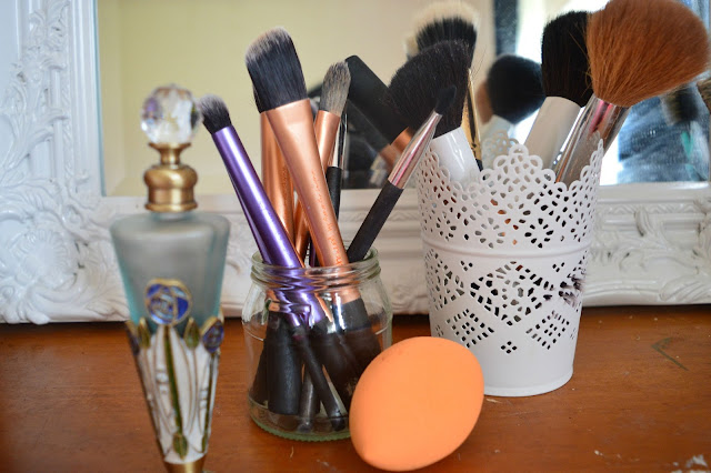 makeup brushes cleaning routine