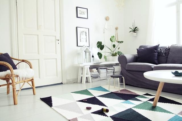Salón nórdico alfombra formas geométricas