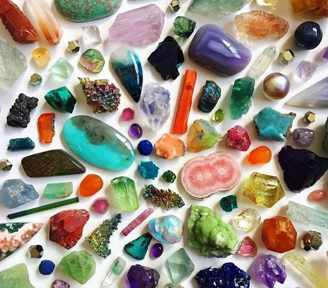 What Is the Difference Between a Mineral and a Mineraloid