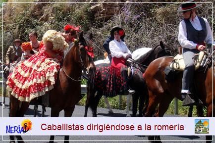 En el camino a la ermita, participan unos doscientos caballistas que muestran orgullosos la elegancia de sus caballos