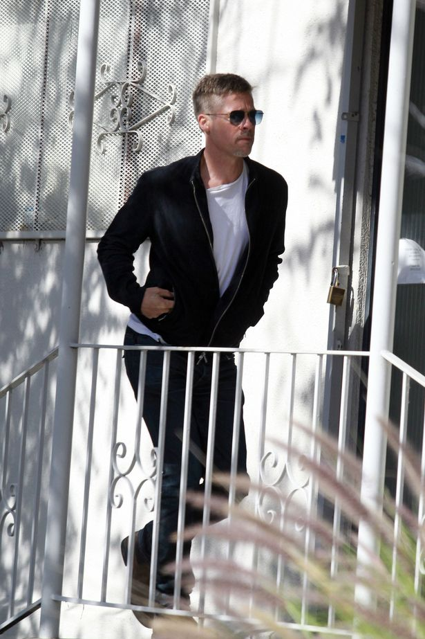 PAY-PROD-Brad-Pitt-looks-gaunt-and-stressed-as-he-arrives-at-a-Los-Angeles-studio-sporting-a-new-Peaky-Blind (1)