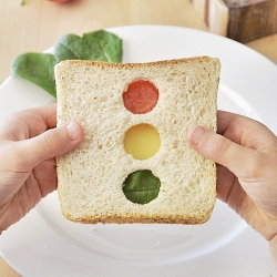 Creative Lunchbox ideas for Tweens and Teens: Stoplight Sandwich