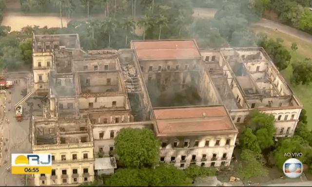 Video: Fuego masivo envuelve el Museo Nacional de Brasil