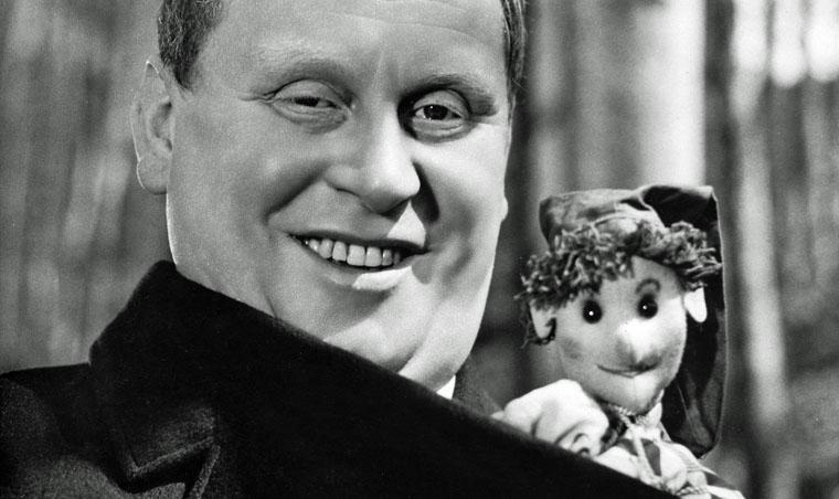 Gert Fröbe als 'Schrott' in ES GESCHAH AM HELLICHTEN TAG (1958) / Quelle: CCC-Film