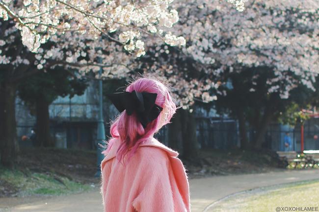 Japanese Fashion Blogger,MizuhoK,20180331OOTD,ZARA=silver top,Reasterisk=floral wide leg pants,ASOS=pink Cocoon coat,casselini=purple clear bag,Urban Outfitters=hair ribbon,Rakuten=faux fur sandals,?=yellow belt