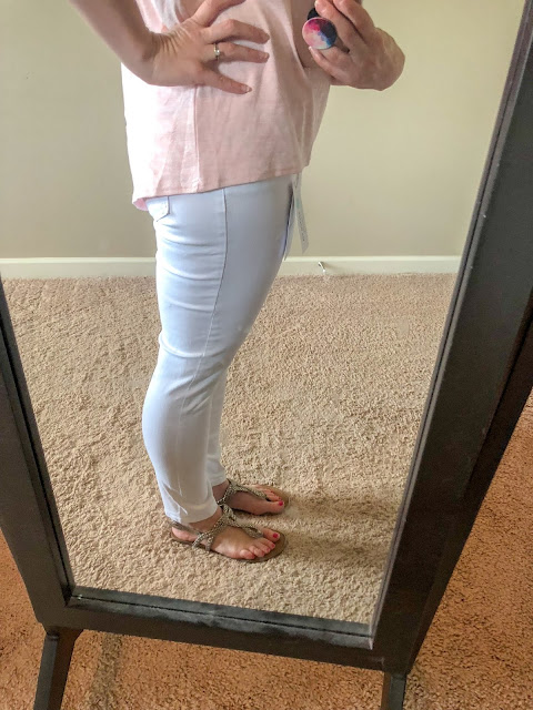 Stitch Fix review. Try Stitch Fix, personal styling subscription box. White ankle length skinny jeans. Pink knit V-neck top. Summer style. Summer outfits