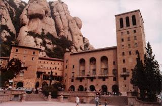Entrada al Monasterio de santa María de Montserrat