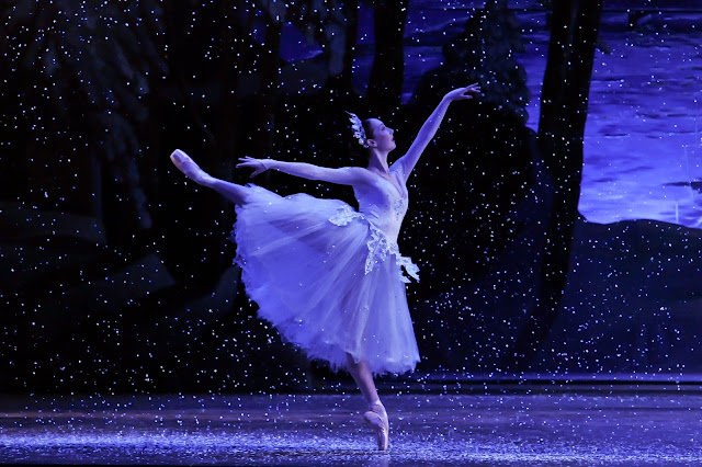 The Pittsburgh Ballet Theatre is showcasing The Nutcracker with its own little Pittsburgh spin this holiday season. As you and your family are dazzled by twirling dancers & amazing costuming, be sure to keep your eyes peeled for the hints of Pittsburgh during the production.