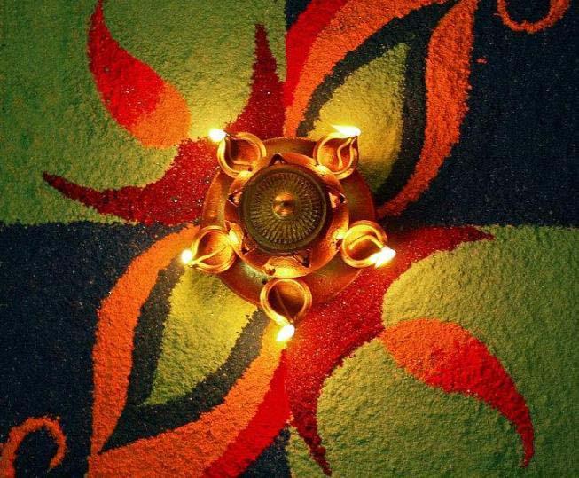 Diwali-Rangoli-dengan-Lilin-gambar