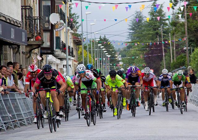 Sprint final en Villasana de Mena, en el que se impone Marcos Jurado.
