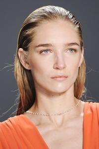 Model rambut wet look