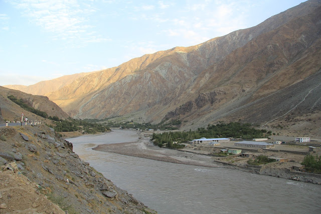 Tadjikistan, Haut-Badakhshan, Pamir, Kalaï Khum, Panj, Afghanistan, © L. Gigout, 2012