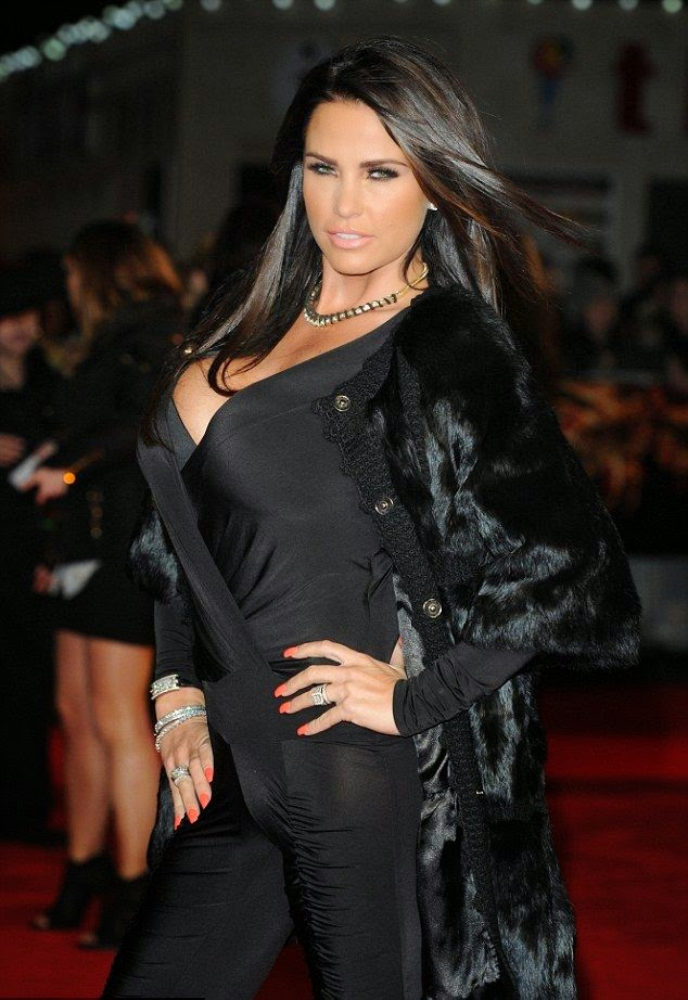 Katie Price Walks And Glamour In A Jumpsuit Pull Out The