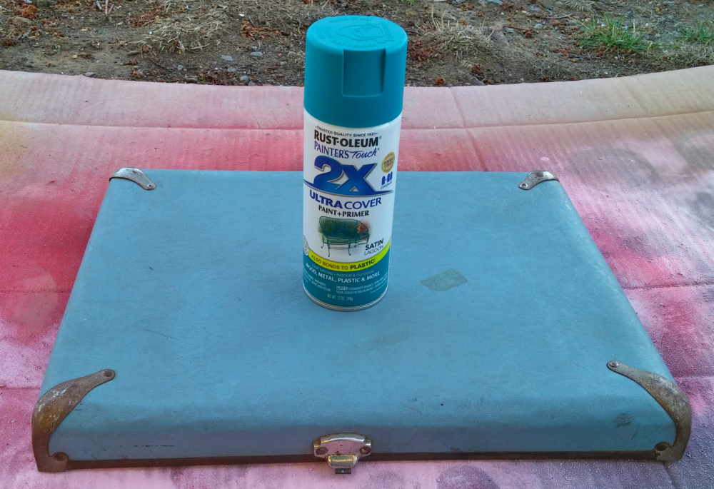 painting an old suitcase