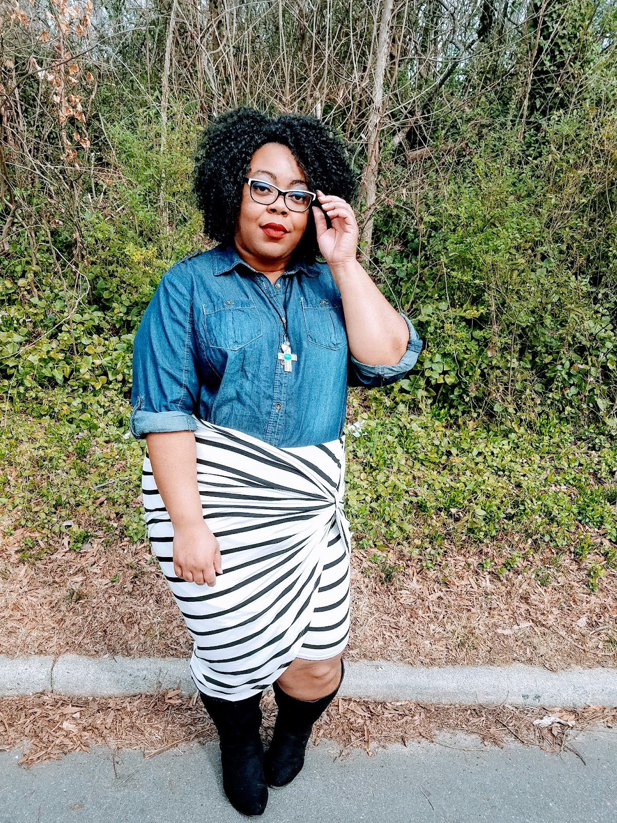 curvy girl, bbw, fashion blogger, stripes, denim, boots, natural hair, matte lips, thick thighs, geeky specs