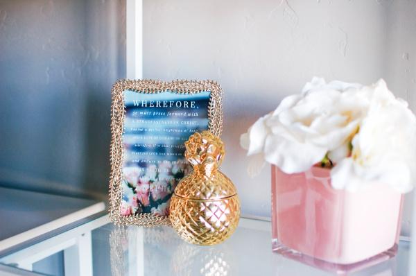 Bookshelf accessories