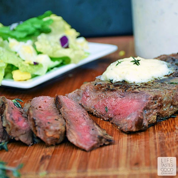 Pan-Seared Steak with Garlic Butter | by Life Tastes Good is a tasty low-carb, protein-rich dinner that's on the table in under 30 minutes! This steak melts in your mouth with the tastes of sweet garlic butter and savory caramelized beef to coat your palate deliciously. #SundaySupper