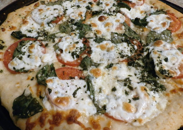 Fresh Tomato Spinach Pizza