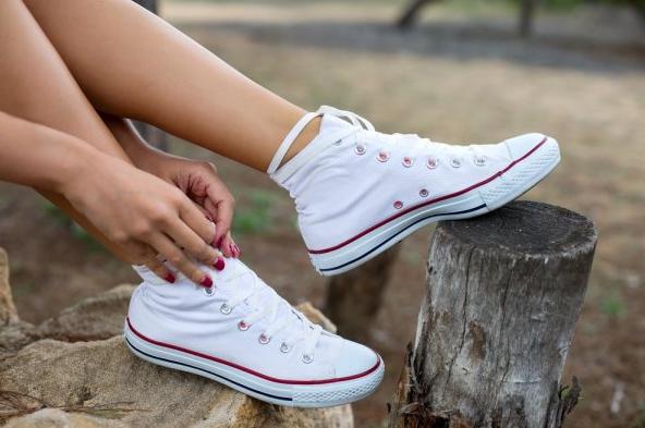 4 Wskazówki Dotyczące Dbania O Trampki Dla Długotrwałych Butów