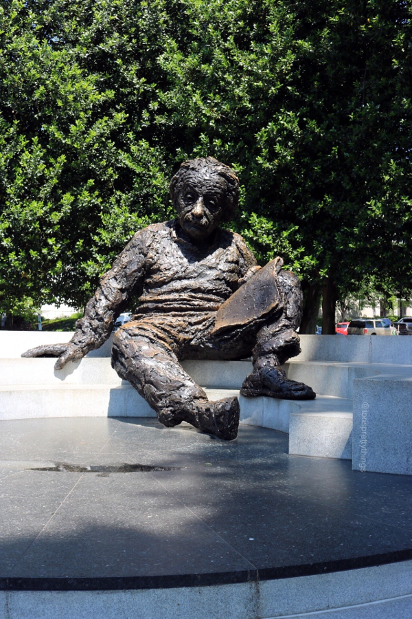 Albert Einstein Memorial - Washington, D.C. - Tori's Pretty Things Blog