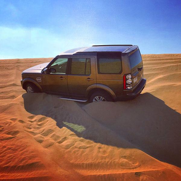 LR4(ディスカバリー4)でドバイ砂漠を走行