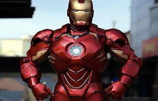 Iron man hecho de cartón recubierto con fibra de vidrio