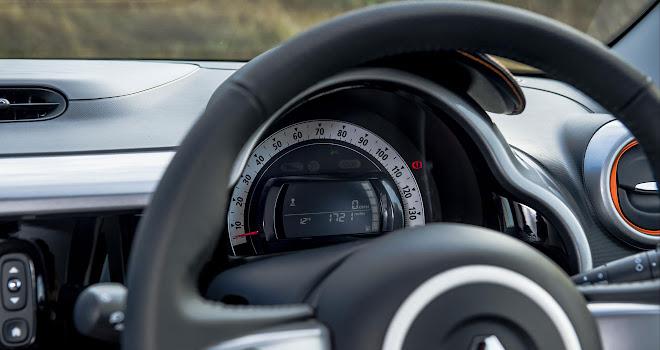Renault Twingo GT instruments - no tacho
