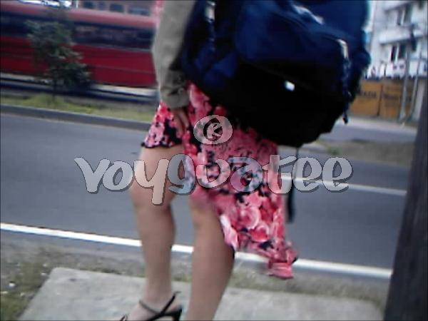 Upskirt falda larga calle - 3 part 2