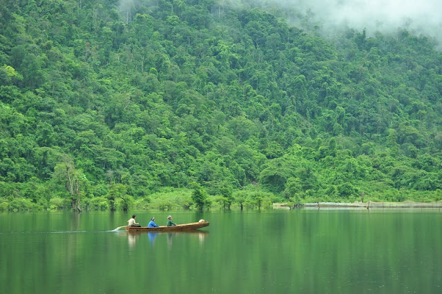 Charming beauty of Noong Lake in Ha Giang 1