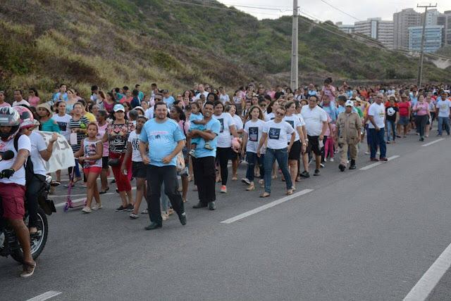 Caminhada reúne centenas de pessoas em defesa dos direitos da família e da criança, em São Luís