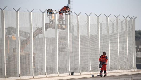 Reino Unido construirá un muro en Calais, Francia