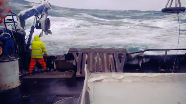 10 MOST DANGEROUS JOBS IN THE WORLD 2.Crab Fisherman