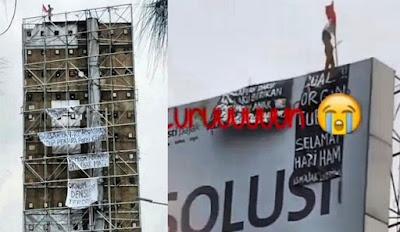 Nekat Naik Papan Reklame Depan GP Plaza Slipi, Pria Ini Gegerkan Netizen