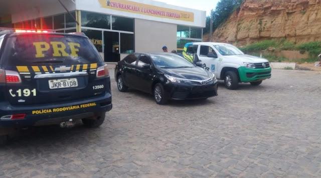 Monsenhor Hipólito, polícia recupera Corolla roubado