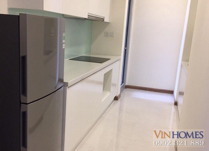 khu bếp với tủ lạnh tại căn hộ 2 phòng ngủ Block Central 2