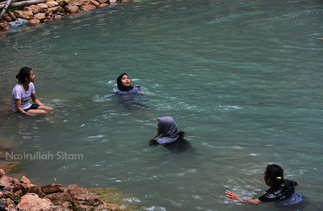 Pemandian di Air Terjun Kembang Soka, Kulon Progo