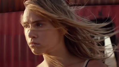 Suki Waterhouse Hollywood Actress In The Bad  Batch Movie