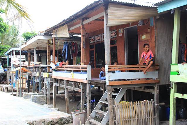 rumah penduduk kelapa dua